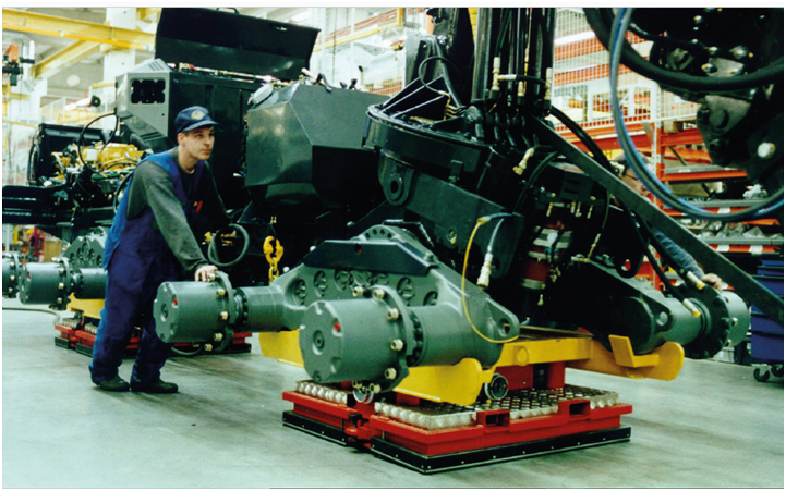 Solving ltalia linea di montaggio settore produttivo movimentazione carichi pesanti macchinari produttivi movimentazione industriale impianti di movimentazione