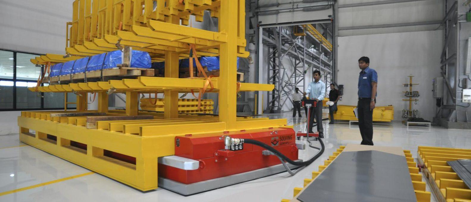 solving-italia-movimentazione-industria-elettrotecnica-pesante-trasformatori-pesanti-transformer-transportation-Solving-Mover-impianti-automazione-industriale-soluzioni-alta-qualita-automazione-industriale-sistema-trasporto-preciso-flessibile-sicuro-pulito-sollevamento-tecnologia-a-cuscino-d-aria-air-cushion-navette-filoguidate-laser-guidate-a-guida-manuale-a-navigazione-naturale-AGV